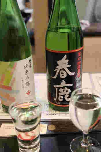 今西清兵衛商店の純米酒「春鹿」は、穏やかな香りとまろやかな米の甘みが上品で、日本酒初心者の方も飲みやすいですよ。迷ったときはスタッフの方に相談して好みの味を見つけてみてくださいね。