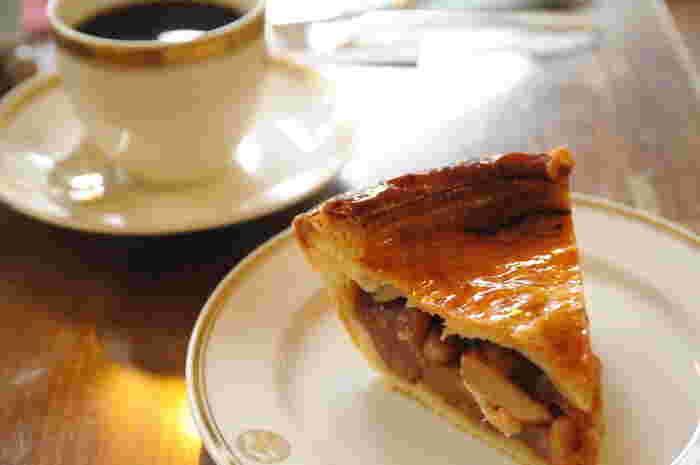 一番人気のスイーツ「ホットアップルパイ」も味わいたい一品。リンゴがたっぷり詰まった伝統の味、一度食べてみたいですね。