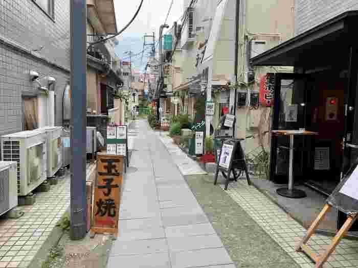 小町通りから段葛に抜ける細道に位置する有名店「おざわ」。こちらは卵焼きの専門店なんです。
