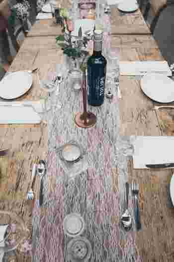 カジュアルなレストランウェディングは、ふたりらしいスタイルで形式ばらずに結婚式をしたい方におすすめ。おいしい料理を食べながら、ゲストに感謝の気持ちを伝えるアットホームな式になります。