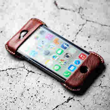 最近では、スマートフォンをカメラ代わりに使う人も多いですよね。 こちらはRoberuのiPhoneケース。