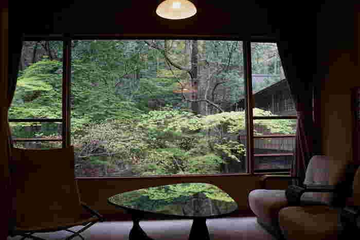 片山津温泉、粟津温泉は金沢から車で約50分、山代温泉が約60分、山中温泉が約70分ほど。金沢駅から直行バスも出ていますよ。