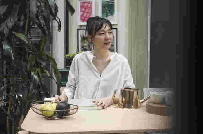 日本の伝統美にモダンな要素を組み合わせ、高度な技術を用いて作り出されるSIRI SIRIのジュエリー。 多くの女性を魅了するおしゃれで上質なプロダクトは、SIRI SIRIの代表・デザイナーの岡本 菜穂(おかもと なほ)さんの自由な感性と、ブランド独自の価値観によって生み出されています。