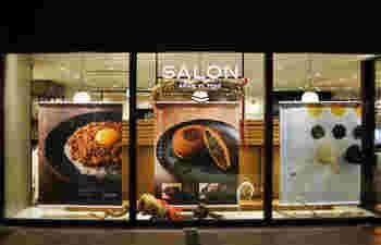 東急プラザ銀座の地下2階に店を構える「サロン ギンザ サボウ」です。升に入った抹茶のティラミスが有名ですが、もちろん、お茶も人気です。