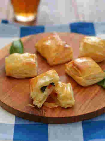 パイシートはお手軽おつまみに欠かせない食材。冷凍庫にいれておくと安心です。とろりと溶けたチーズとトマトは最高の相性です。フレッシュバジルが入っているので、イタリアンな気分に浸れますよ。
