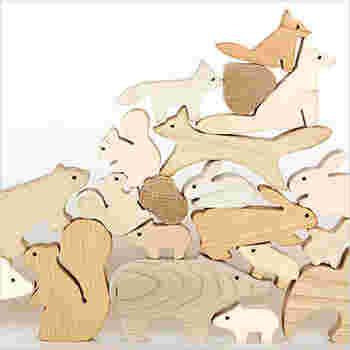 シンプルにデフォルメされた動物たちの姿がどこかユーモラス。自然が作り出した木目模様がいい味出してます。お子さんのおもちゃとしてはもちろん、オブジェとしてお部屋に飾っておきたくなる可愛らしさです♪