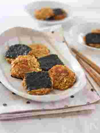 すりおろしたにんじんとじゃかいもを、オートミールに混ぜて海苔をのせて焼くだけの簡単アレンジです。芳ばしい香りが食欲をそそります。