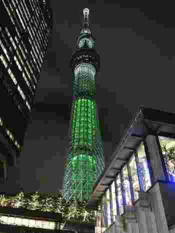 東京都内有数の人気観光スポット、スカイツリーでも壮麗なクリスマスイルミネーションが施されます。