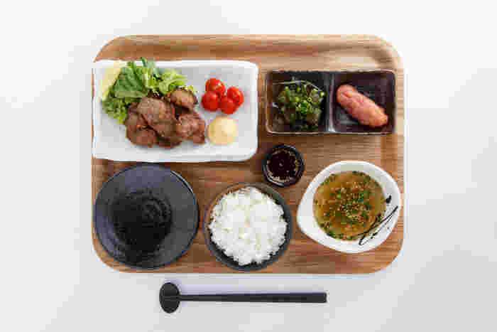 もつ鍋だけでなく、「牛ホホから揚げ定食」も大人気!肉質もやわらかで、自家製のタレをつけていただきます。お肉をガッツリ食べたいときにおすすめです♪