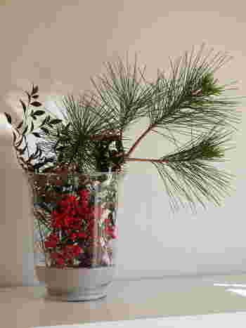 枝物のアイテムは口が広いグラスや花瓶に生けるのが実は難しかったりしますが、砂を使うと上手に飾ることができ、同時におしゃれ感も演出することができます。