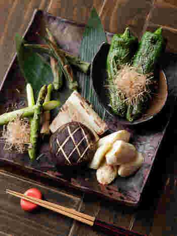 京野菜中心に新鮮な旬のお野菜を使ったメニューがヘルシーで嬉しい!日替わりの焼き野菜盛り合わせは京都の松野醤油さんのもろみ味噌か塩でシンプルにいただきます。