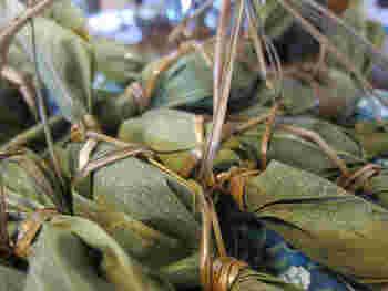 新潟の田舎では、5~6月頃の新笹の時期に笹団子を家庭で手作りするのだとか。スーパーで材料が売られるそうですよ。銘菓として知られていますが、おうちで作るのもまたいいですね。