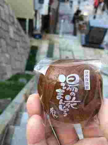 伊香保石段街では食べ歩きの名物にもなっており、たくさんの饅頭店が並びます。いろいろなお店のものを食べ比べて選んでみても楽しいかもしれませんね♪