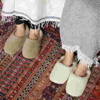 天然素材で肌に優しいルームシューズ「Serene SRN」は、モロッコの伝統的なルームシューズで知られるパブーシュタイプのルームシューズとなっています。肌に優しいだけでなく、保温性にも優れているので靴下いらずのあったかタイプのルームシューズとなっています*