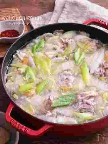 簡単な調味料で驚くほど簡単にできるゆず塩鍋。安い豚こまでも、奥深い味わいに仕上がります。お好みで唐辛子をきかせてもいいですね。