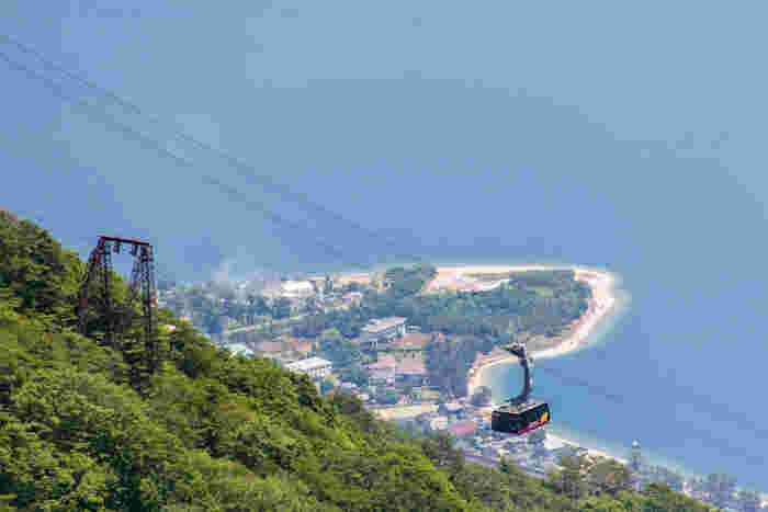 大津市打見山から蓬莱山にかけての広大なネイチャーリゾート「びわ湖バレイ」。標高1000m以上に位置し、眼下に雄大な琵琶湖を望める人気スポットです。