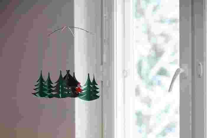 小さなおうちに、赤頭巾のピクシー。 クリスマスの期間だけでなく、冬中楽しめそうなデザインです。