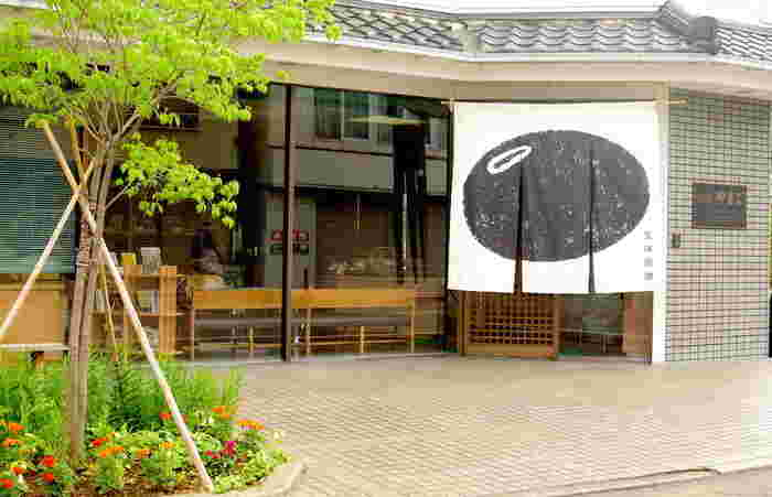 創業150年の老舗味噌店「五味醤油」。甲州味噌は米麹と麦麹を大体半分づつ合わせた合わせ味噌です。ほうとうの味の決め手にもなっているお味噌です。