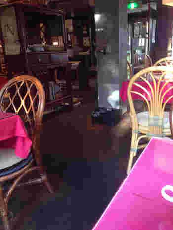 和テイストのアンティーク調店内。どことなくシモキタっぽさが漂っている内装です。