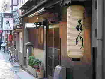 """なんば駅から徒歩5分、法善寺横丁にある老舗「喜川」。食材を余すことなく使いきって、滋味を引き出すという浪花割烹の""""始末の心""""を大切にした名店です。ちょっと贅沢したい時におすすめ。"""