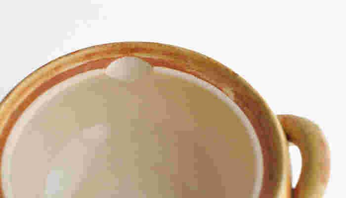 ぽってり肉厚なお鍋は、テーブルに運んでも、まだグツグツいってるくらい保温力バツグンです。