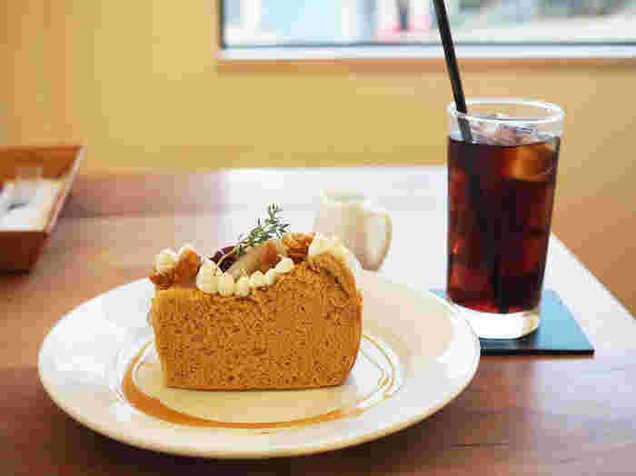 オリジナルのデザートも手を抜かず、丁寧におしゃれに仕上げられています。優しい手作りのデザートは絶品なので、ぜひ食べてみてくださいね。ひとりでゆっくりとくつろげるカフェです。