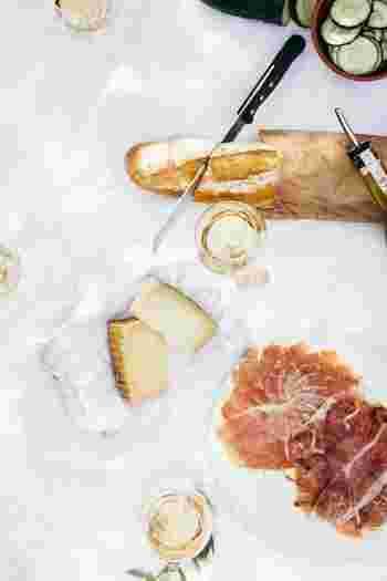 食べ方一つで、血糖値の上昇を抑えることができるってご存知ですか?空腹の状態で糖質の高いパンを食べると、血糖値は急上昇。それを防ぐには、まずは野菜、その次にタンパク質のもの、最後にパンを食べるようにするんです。血糖値の上昇が緩やかになり、太りにくくなりますよ。