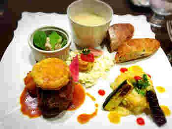 人気なのが限定60食のワンプレートランチ。 サラダやメイン、スープなどがワンプレートになったフレンチです。