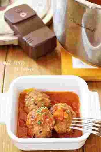 白ご飯と相性がよいハンバーグは、お弁当のおかずとしても重宝します。煮込みハンバーグを活用すれば、いつものおかずもワンランク上の仕上がりに。ハンバーグのタネに雑穀をいれることで、ヘルシーな煮込みハンバーグが完成!雑穀のプチプチとした食感を楽しめます。