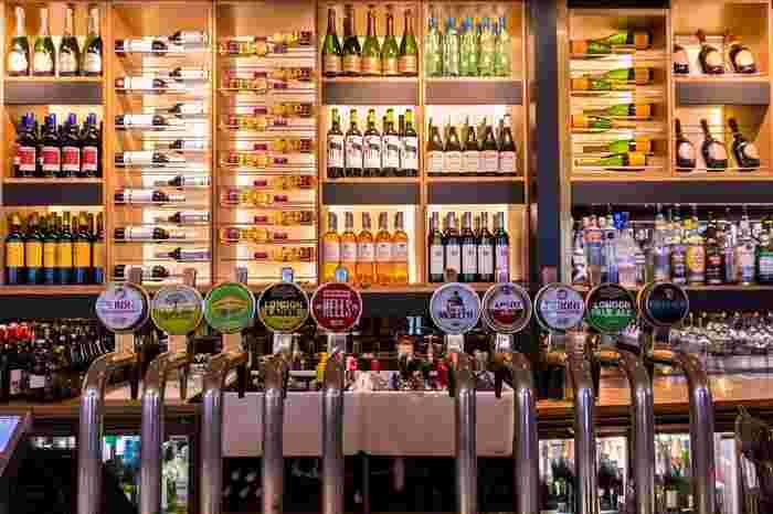 いかがでしたか?今回は、タップでビールが飲める都内のお店を紹介しました。気になっていたけど勇気がなくて行けなかった人も、お店に行くきっかけになってのではないでしょうか。「とりあえずビール」から、お店こだわりのクラフトビールへ。ぜひ今回紹介したお店でタップを楽しんでください。