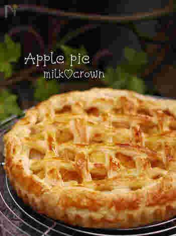 基本のアップルパイの作り方です。サックサクの生地と優しい味がたまりません!青りんごなどりんごの種類をかえると味わいも色々楽しめます。