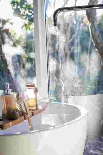 できる限り日々の疲れを積極的に取り除くよう心がけてみましょう。例えば、ゆっくりとお風呂に入ったり、アロマキャンドルを炊いてリラックスしたり、ヨガなどでストレッチしたり、呼吸を意識して瞑想するなど、余計な雑念や心配事から解放される時間を作ることが大事です。