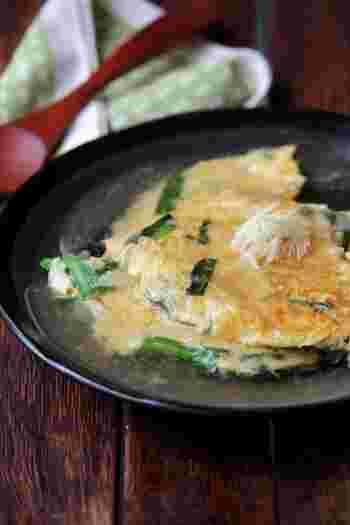 ニラ玉の上に、とろりとした生姜あんを乗せた一品。出汁の効いた和風あんは、卵との相性も抜群です。ご飯やおかゆに乗せても美味しいですが、このままでもぺろっと食べやすいです。