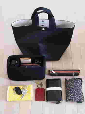 エルベ・シャプリエのバッグを愛用されているひよりさん。エルベのバッグは深さがあって、収納力抜群。バッグインバッグとポートのダブル使いで、美しく整理されています。