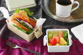 フタと保冷剤が一体になった画期的なお弁当箱。冷たいものと温かいもの、それぞれを一番美味しい状態で食べられます。フタを冷凍庫で冷やすだけなので、使い勝手も良いですよね♪サイズは3種類。色味も可愛さとおしゃれさのバランスが絶妙!