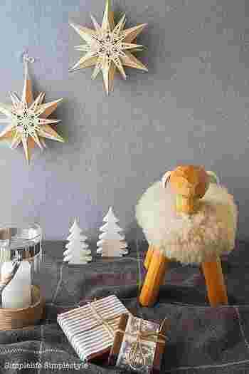 ウールや毛糸などあたたかな素材を取り入れると、お部屋がほっこりとした雰囲気に。