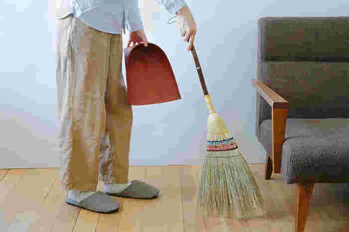 """パパや子供たちも一緒に楽しみながらお掃除を進められるように、それぞれの""""得意""""を活かした「TO DOリスト」を作ってみてはいかがでしょうか。 ママ一人では時間も手間もかかる大掃除も、みんなで分担して取り組めば時短にもつながりますよ。"""