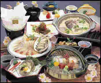 漁港から直送の新鮮な素材を使ったお料理も魅力。クエやアワビなどの他、雑賀崎港の名物であるアシアカエビなどの地魚も味わえます。