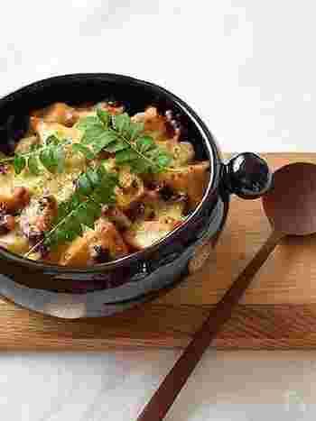 八丁味噌や黒砂糖を使った濃厚な味わいの味噌グラタン。ごろごろ入った筍の食感と肉味噌の旨味が楽しめます。筍だけでも立派なメインディッシュにできるレシピです。