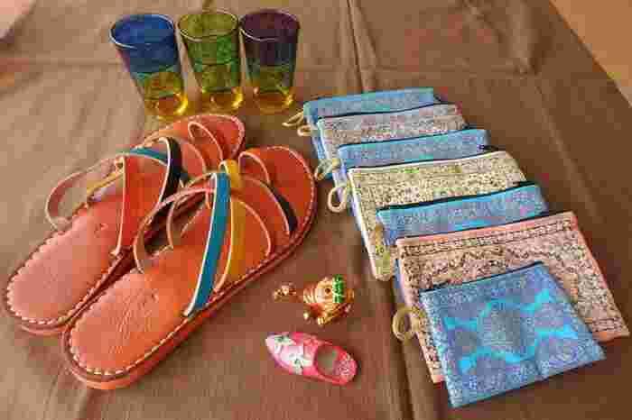 北アフリカに位置するモロッコは、アラブやヨーロッパの文化が融合した異国情緒あふれる国。ボヘミアンテイストの中にも洗練された雰囲気をまとうモロッコの雑貨は、どこかミステリアスでそれでいてスタイリッシュ。