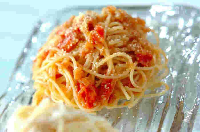 甘味を最大限に引き出した、あめ色玉ねぎとリコピンがたっぷり含まれたトマトの冷製パスタ。美肌にも嬉しい1品です。