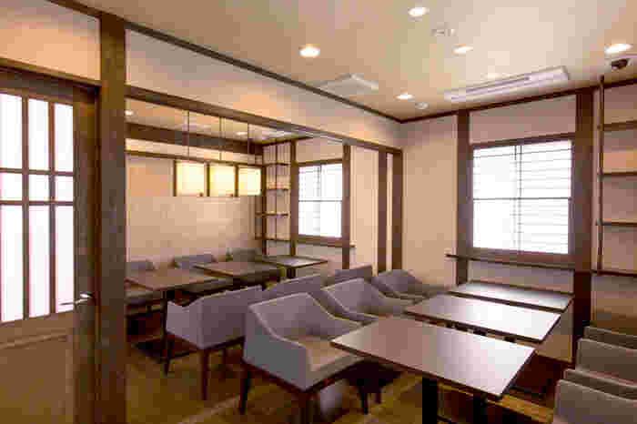 1階と2階、それぞれ異なる雰囲気の店内。小人数でも団体でも対応でき、人数によっては個室にすることもできます。お祝いなど改まった席にも良さそうですね。