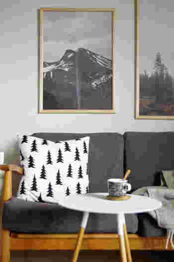 明るさを取り入れたいなら、ホワイトを基調としたものに、大人っぽくしたいならブラックやグレーを基調にしたものにすると良いですよ。  手軽に雰囲気を変えることができますし、お部屋の模様替えも一緒に楽しめます!