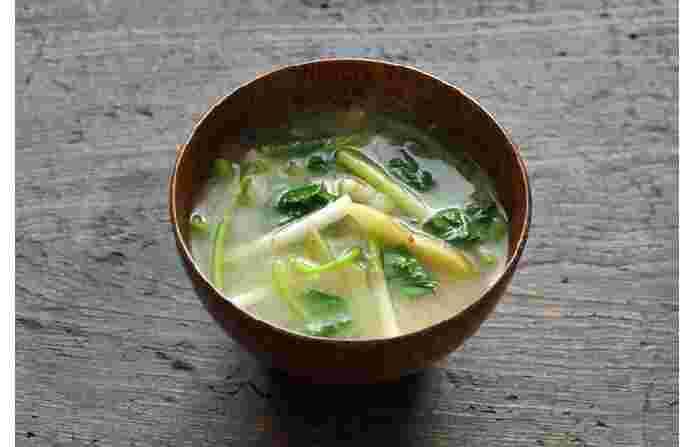 春が香ってくる、新じゃがと根三つ葉の味噌汁。季節のお味噌汁を練習してみよう。