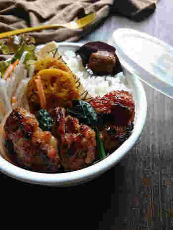 豚こまなどの材料と調味料を全てビニールに入れて、モミモミしたら・・魚焼きグリルで焼くだけ!  朝のお弁当や時間がない日の晩ご飯にもオススメの簡単レシピです。