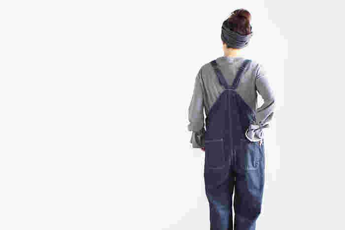 サロペット・オーバーオールどう着る?オシャレさんから学ぶ大人っぽく着こなすコツ