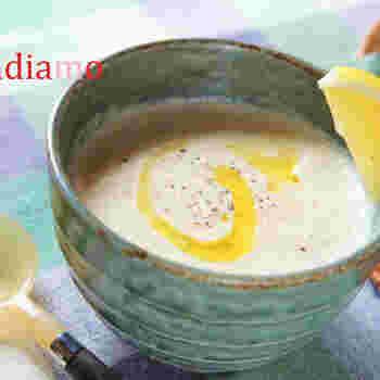 優しい味わいのお豆のスープに、レモン風味をきかすのがトルコ風。コクと爽やかさが同時に楽しめます。朝食にも合いそうですね。