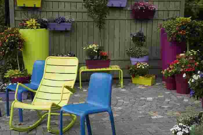 ルーフバルコニーに置く家具は、ガーデンファニチャーやアウトドア製品など、屋外に対応したものを選びましょう。