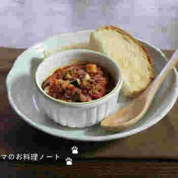 こちらは、トマトベースのディップ。牛ひき肉入りなので、コクのある美味しさ。たっぷりきかせた生姜も味のアクセントになっています。
