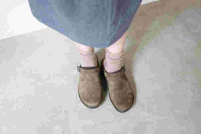 こちらは今シーズン登場した新作の「Oily Olive Suede」。シックで落ち着いた色合いが素敵ですね。ブラック・ホワイト・ブラウンなどのベーシックカラーから、着こなしのアクセントになる赤や紫まで。様々なカラーバリエーションが用意されているので、ぜひお気に入りの一足を選んでみませんか?
